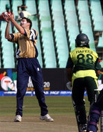 Craig Wright takes the catch of Mohammad Hafeez