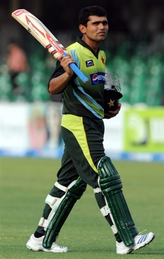 Kamran Akmal raises his bat as he going back to the pavilion