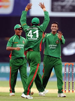 Shakib-ul-Hasan and teammates celebrate the wicket of Afridi