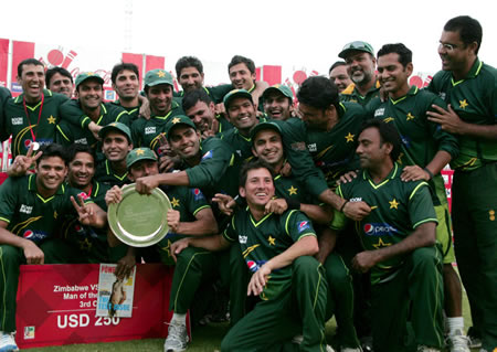 Pakistan Team with the trophy