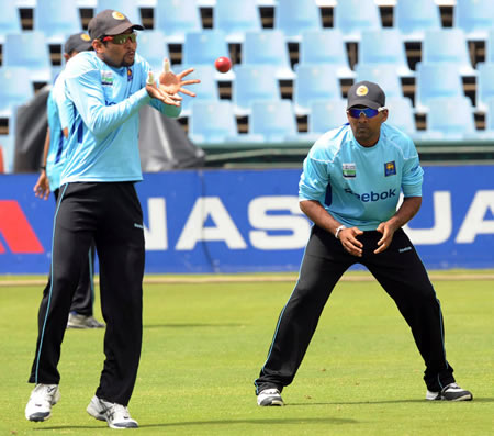 Tillakaratne Dilshan prepares to catch during training