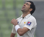 Umar Gul and Pakistan had a wicketless morning session