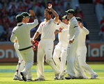 Australia get together after Rahul Dravid's dismissal