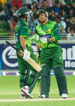 Kamran Akmal and Imran Nazir have a chat