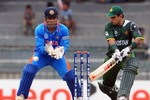 Mohammad Hafeez plays the reverse sweep