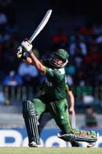 Nasir Jamshed pulls one for six