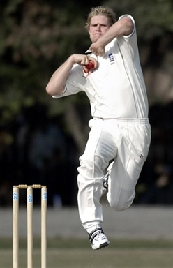 Mathew Hoggard about to deliver the ball