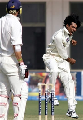 Mohammad Sami celebrates after getting a wicket