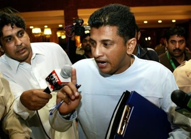 Roshan Mahanama briefs the press